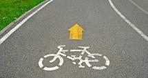 Trei biciclişti, loviţi de două maşini în decurs de jumătate de oră. Unul a fost decapitat de un şofer beat