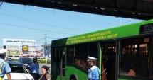 Călătorii frauduloşi, arşi la buzunare după controale în autobuzele RATC