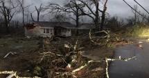 Patru oameni au fost ucişi de tornada care a lovit un oraş din Mississippi