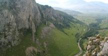 Tragedie pe munte. Un alpinist a murit după ce a căzut de la 40 de metri