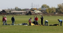 Un paraşutist militar a murit în timpul unui exerciţiu pe Aerodromul Clinceni