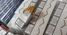 Furgonetă cu 13.500 de pachete de ţigări de contrabandă, reţinută de inspectorii antifraudă