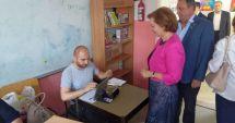 VIDEO / Maria Grapini, ceartă la secția de votare, după ce a încercat să se bage în fața cozii