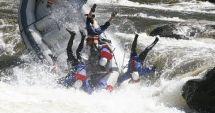 TRAGEDIE LA RAFTING! O barcă cu oameni s-a răsturnat, iar instructorul a murit
