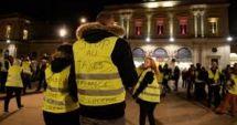 Proteste violente în Franţa: o manifestantă a murit, mai multe maşini de poliţie incendiate