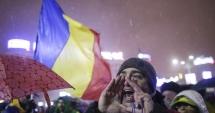 ROMÂNII PROTESTEAZĂ! Mii de oameni s-au strâns în Piaţa Universităţii.
