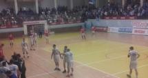 VIDEO / HC Dobrogea Sud - Dinamo Bucureşti / INCIDENTE ÎNTRE FANII DINAMOVIŞTI ŞI FORŢELE DE ORDINE
