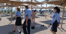 Tineri din Constanţa, prinşi de poliţişti după ce au furat umbrele de plajă