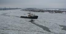 Remorcherul Grozavul, trimis de Forţele Navale să spargă gheața de pe Dunăre