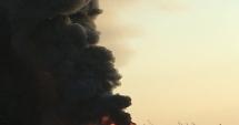 Incendiul de la Baloteşti nu a fost stins nici după 12 ore