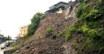 Cel puţin 26 de persoane, UCISE de alunecări de teren