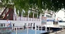 VIDEO / PANICĂ la Sulina. O ambarcațiune plină cu pasageri s-a izibit de mai multe bărci și pontoane