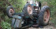 VIDEO / TRAGEDIE! Un bărbat a fost strivit de propriul tractor