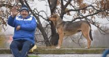 """IMAGINEA ZILEI/În """"Badea Cârţan"""": Campionul şi câinele încurajează echipa Cleopatra"""