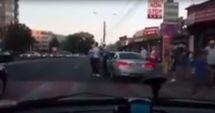 VIDEO / SCANDAL pe bulevardul Soveja. Polițiștii locali au încătuşat un șofer recalcitrant