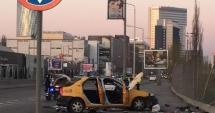 UPDATE. TRAGEDIE RUTIERĂ / Pasagera dintr-un taxi, MOARTĂ după ce maşina s-a izbit într-un parapet