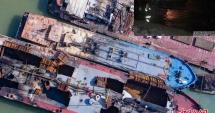 Trei nave în flăcări, după o explozie! PATRU DISPĂRUŢI