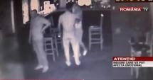 Video şocant! BODYGUARD, OMORÂT ÎN BĂTAIE ÎNTR-UN BAR. 22 de minute de loviri cu parul şi picioarele / Ucigaşul, trimis după gratii