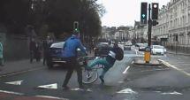 VIDEO. PE CÂND ŞI LA NOI SPIRIT CIVIC? Biciclist înarmat cu un cuţit, pus la pământ de trecători. Fugea de Poliţie!