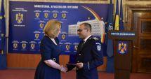 Doi poliţişti constănţeni au primit emblema de onoare a MAI