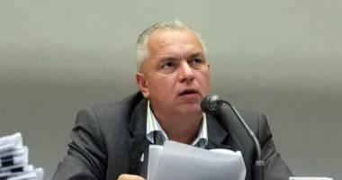 Nicuşor Constantinescu nu are voie să ia legătura cu CJC