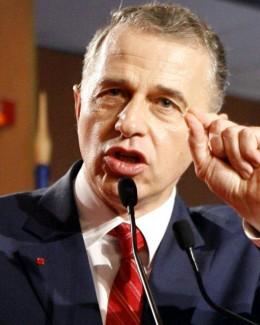 Nu e suficient  ca Geoană să vrea să fie membru de partid. Trebuie  să vrea şi PSD