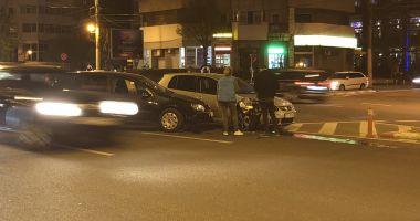 GALERIE FOTO / Accident rutier in Tomis 3. Doua VW FACUTE PRAF