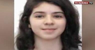Foto : Fata de 13 ani care şi-a înjunghiat bunica pentru că nu era lăsată să aibă o relaţie amoroasă cu propriul tată a fost găsită
