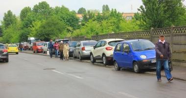 Foto : Const�n�enii vor trotuare pentru pietoni! Nu pentru ma�ini!