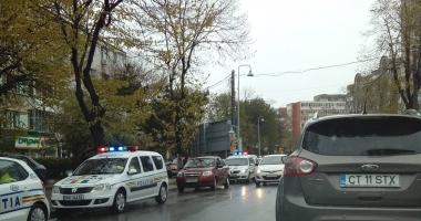 Şofer constănţean, AMENINŢAT CU PISTOLUL de patru tineri, în zona Gării CFR