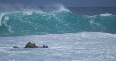 Continuă furtuna la Constanţa! Vânt de peste 60 de km pe oră
