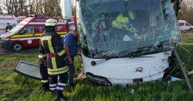 15 persoane implicate în accident! UN MORT ŞI NOUĂ RĂNIŢI