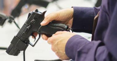 ARME deținute ILEGAL, confiscate de Poliție!