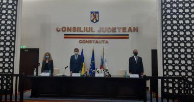 Primarul Vergil Chiţac şi consilierii locali depun jurământul