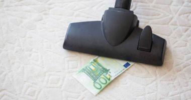 Un român a furat aproape 60.000 de euro din seiful unui supermarket cu aspiratorul