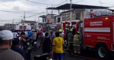 17 oameni au murit într-o clinică ce a fost cuprinsă de flăcări