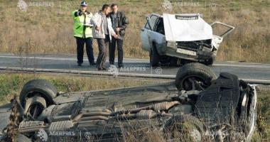 Accident rutier! Două maşini au intrat în coliziune, pe fondul nepăstrării distanţei de mers