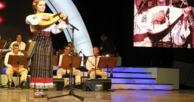 Festivalul Naţional al Cântecului  şi Dansului Popular  se pregăteşte să urce pe scenă