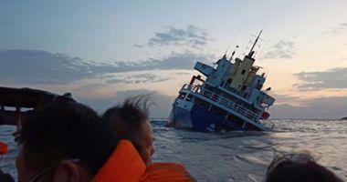 13 marinari au fost salvați de pe o navă care s-a răsturnat