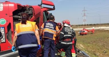 Update: Grav accident rutier. Un TIR s-a r�sturnat la intrarea pe autostrad�. Au intervenit elicopterul SMURD �i Descarcerarea