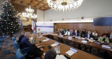 Guvernul a publicat ordinea de zi a şedinţei de azi. Klaus Iohannis şi-a anunţat prezenţa