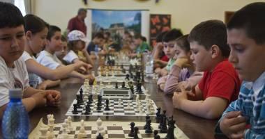 15 şcoli constănţene vor fi dotate pentru ora de şah
