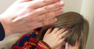Din ce în ce mai mulţi copii din România au reclamat că au fost abuzaţi, în 2016. Numărul lor este în creştere cu 45 de procente