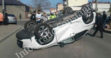 ACCIDENT RUTIER GRAV la Constanța. O maşină s-a RĂSTURNAT, trafic blocat pe strada Ion Rațiu