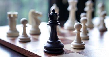 Federația Română de Șah organizează începând de luni un Campionat Național online