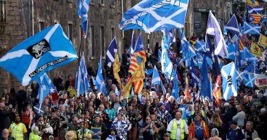 20.000 de persoane au manifestat pentru independenţa Scoţiei