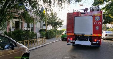 UPDATE. ELEVI DE LA O ŞCOALĂ DIN CONSTANŢA, EVACUAŢI DE URGENŢĂ! Pompierii intervin în aceste momente