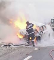 Autoturism cuprins de flăcări, pe Podul de la Doraly