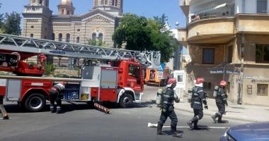 VIDEO. Incendiu în Piaţa Ovidiu. Pompierii se luptă cu flăcările / UPDATE