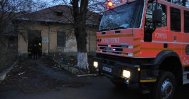 UPDATE / Incendiu în curtea Spitalului de Boli Infecțioase Constanța. Incendiul a fost pus de hoți, în fosta Secție de Endocrinologie